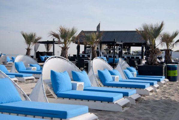 Kom lekker genieten op onze strandbedjes gelegen aan het strand van Hoek van Holland. Wij staan voor je klaar!