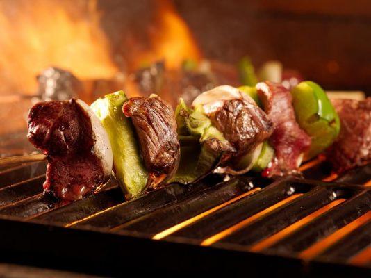 Complete BBQ pakketten, inclusief BBQ en houtskool. Bestellen